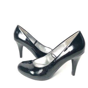 Steve Madden round toe patent leather pumps black